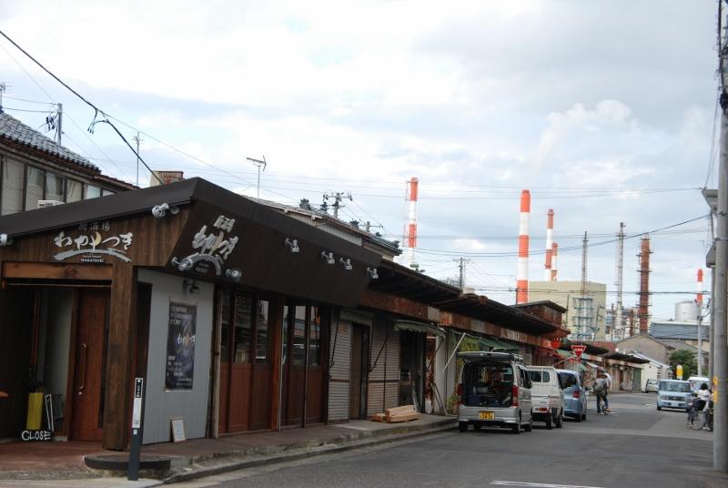【特集・沼垂】レトロな市場通りのサク飲み店「厨酒場わかつき」が開店