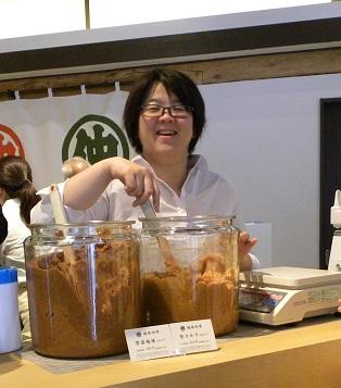 峰村商店-味噌量り売り