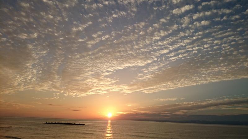 輝く日本海の夕日!越後七浦シーサイドライン、コーヒーブレイクにドライブ気分を(動画あり)