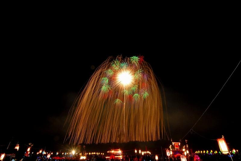 新潟三大花火の一つ、片貝花火(浅原神社秋季例大祭奉納大煙火)が、9/9・10開催!