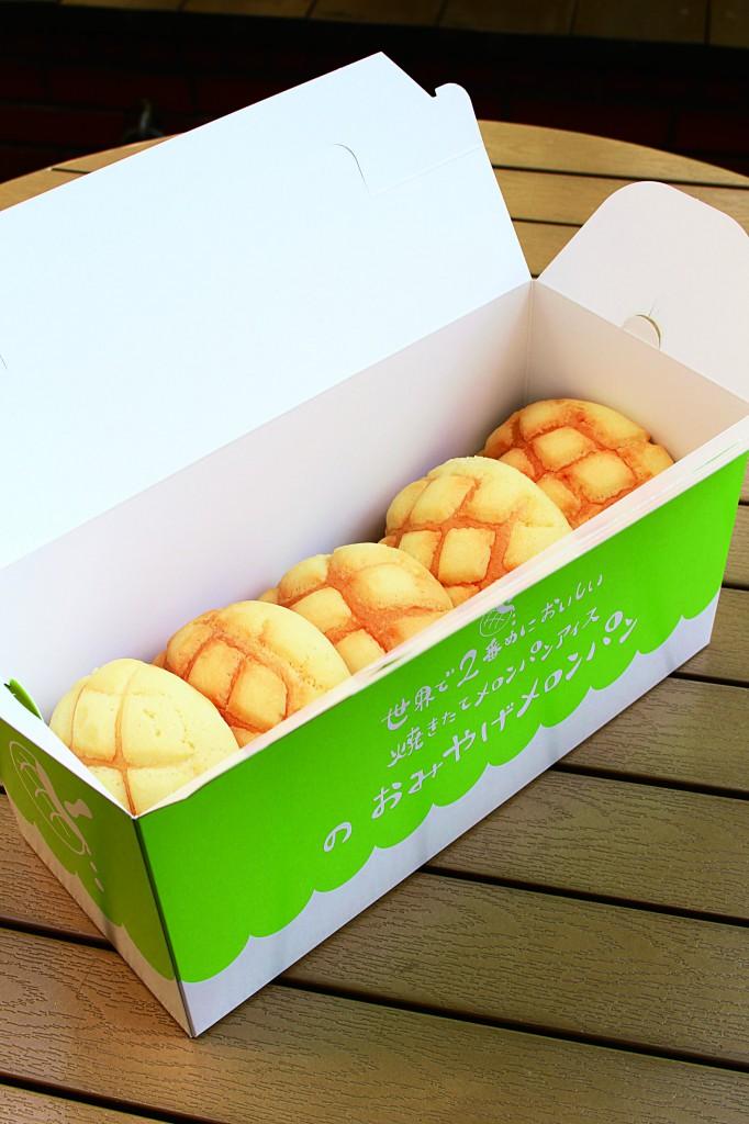 お土産にオススメの、メロンパン5個入りも用意されています。