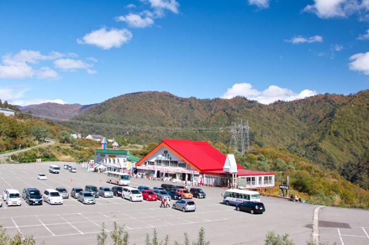 奥只見ダム・奥只見湖遊覧船の駐車場です。