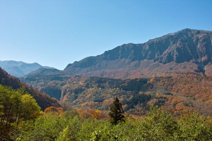 こちらも同じ場所です。とにかくスケールが大きい。紅葉の美しさと相まって、圧倒されますね。