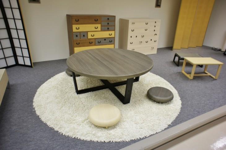 このテーブルと座椅子なんかも欲しいですね~。