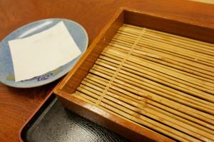 で、完食です。念のため言っておきますが、へぎそば2人前+天ぷら盛り合わせだと、かなりの量です。できれば2名以上のグループでの注文が良いと思います(私は食べちゃいましたけど・・・)。