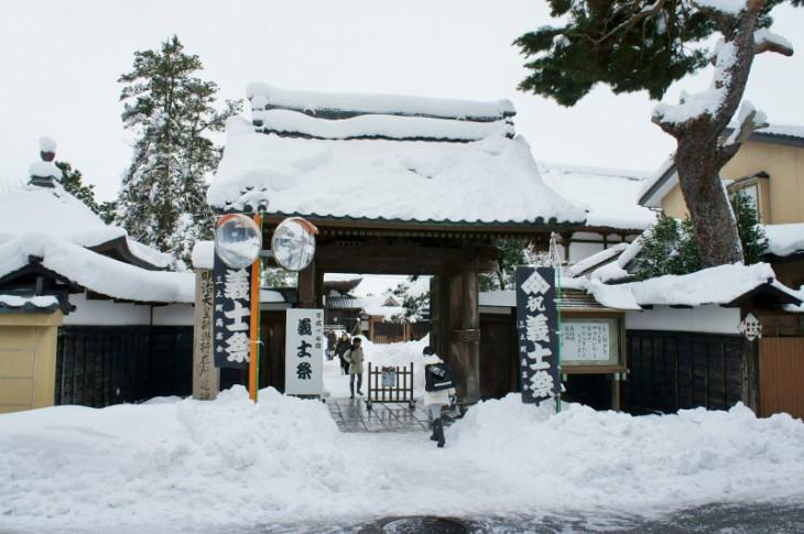 大栄町にある長徳寺です。この日はずっと雪がちらついていました。