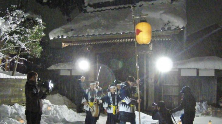 パレードの最後は、長徳寺の「義士堂」前に集合し、かけ声です。