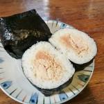 日帰り湯で見つけた逸品グルメ⑤ ボリューム満点!湯沢町・ぽんしゅ館「雪ん洞」の「爆弾おにぎり」を食べてみました