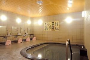 ぽんしゅ館の温泉施設・湯の沢のお風呂。温泉+専用の日本酒が使われています。