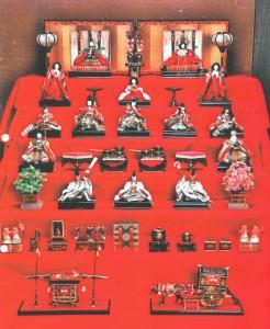 昭和初期に作られた貴重な「七段雛飾り」です。