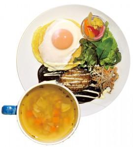 サラダとスープ、ドリンクがセットのお食事パンケーキの中で人気の、ロコモコパンケーキ1,380円。