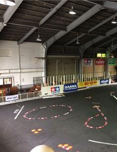 全長60メートルのレース場ではRCを走行可能です。