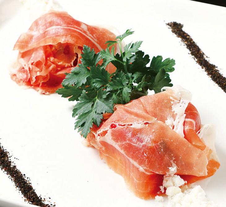 こちらはパルマ産生ハムとイチゴとリコッタチーズ1,512円。