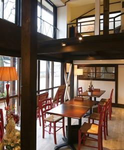 京都の町屋をイメージしており、個室も完備しています。