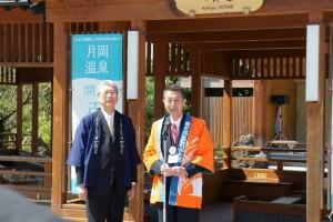 新店舗お披露目の前に、篠田昭新潟市長と二階堂馨新発田市長による対談が足湯「湯足美(ゆたび)」にて行われました。