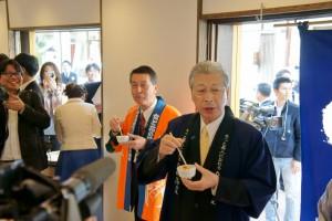 両市長も試食して「うまい!」とご満悦でした。