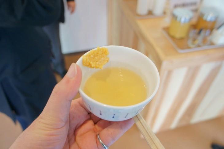 最後に試すのはダシ汁と味噌の簡単おみそ汁。これもいけますね~。ふんわりと広がる味噌の香りがたまりません。