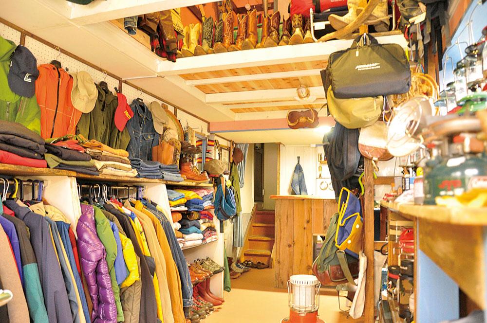 趣味が高じてお店を開いた、アウトドア好きの集まる空間「ROCK GARAGE」がオープンしてます