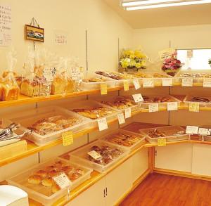 西区の姉妹店で焼き上げたパンを新潟沼垂店へ運ぶため、開店は11時30分からとやや遅め。ランチタイムの利用がオススメです。