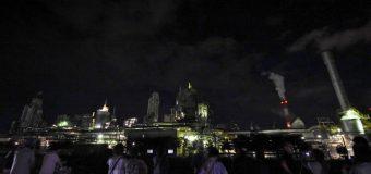 人気の工場夜景ツアー いつもと違う視点が新鮮