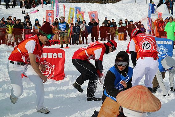 手に雪握る?! 第29回小出国際雪合戦大会観戦リポート!