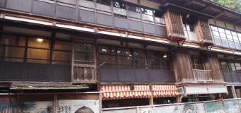 長い歴史を持つ温泉地には、 今も「湯治」の文化が息づいている。
